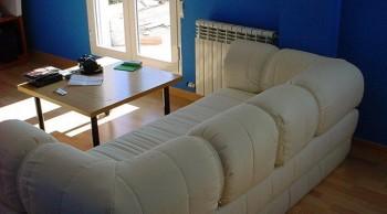 Sofa en chalet de aquiler en Granada