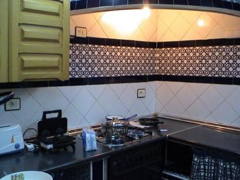 cocina americana decorada con cerámica granadina