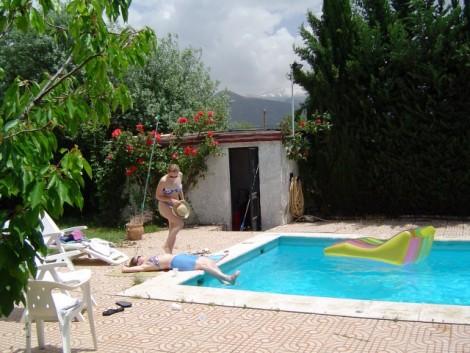 piscina con vistas al pico del Veleta en Sierra Nevada