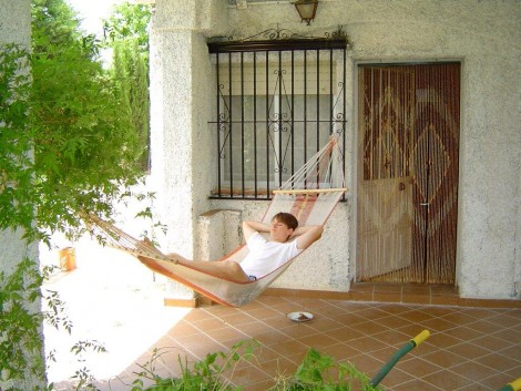hamaca en el jardín del alojamiento rural en Granada