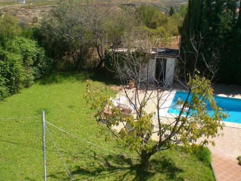 Jardín con piscina en Granada