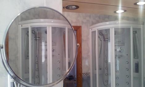 Ducha reflejada en el espejo telescópico
