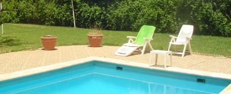 piscina y jardin de agroturismo en Granada