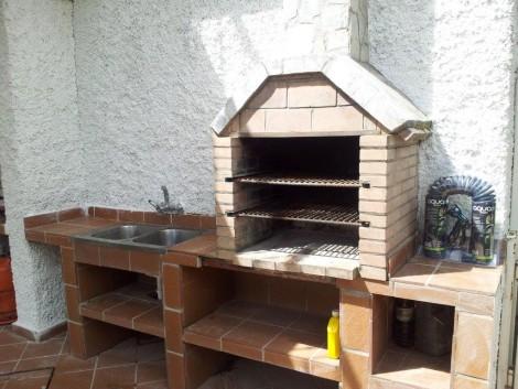 Casa rural en Granada con barbacoa y jardín