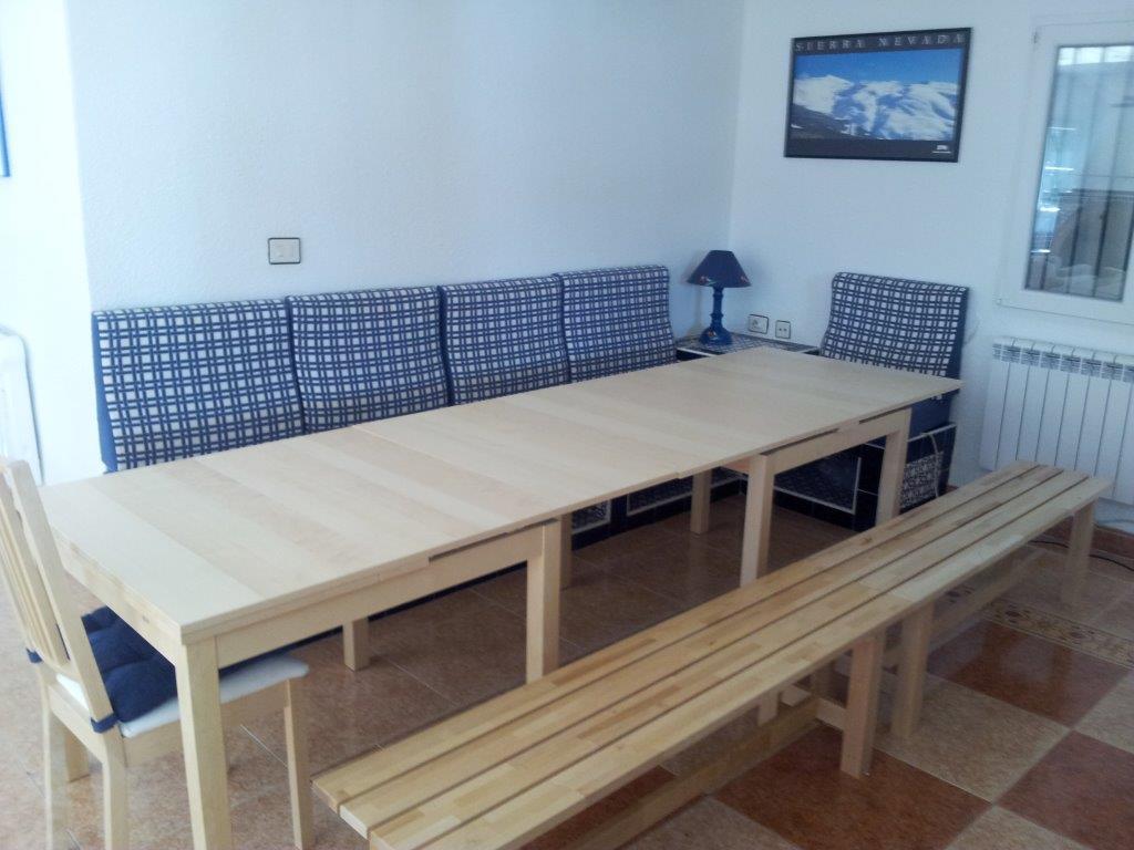 Gran mesa comedor extensible vivienda tur stica de for Mesas de cocina con banco