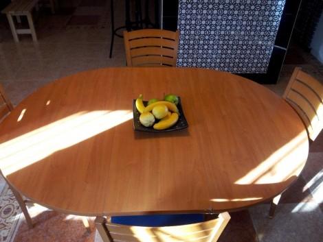 mesa de cocina en casa rural barata en Granada