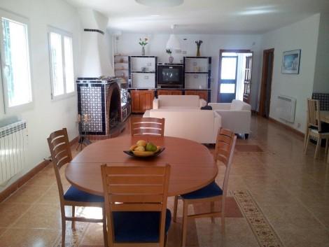 salon de turismo rural para 15 personas con chimenea
